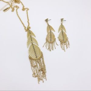 Jessica Simpson Jewelry - ✤ Jessica Simpson Feather/Chain Earrings